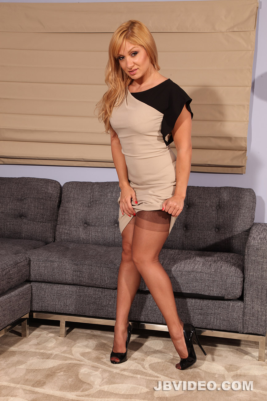 18 hot pantyhose pics do