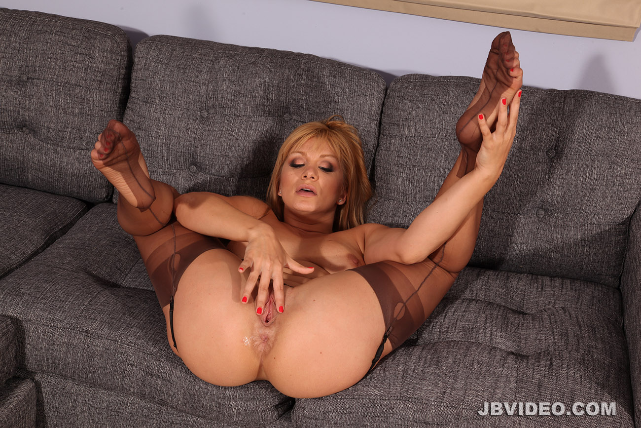 JB Video - Pantyhose, Stockings, Leg and Foot Fetish Since 1989: promo.jbvideo.com/thehun/LeaLexisFT/index.html